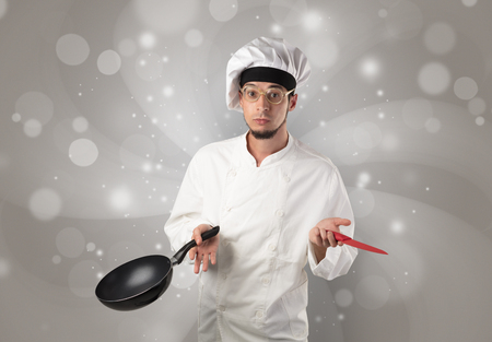Male cook with shiny grey wallpaper Standard-Bild