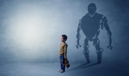 Robotman Schatten eines niedlichen kleinen Jungen