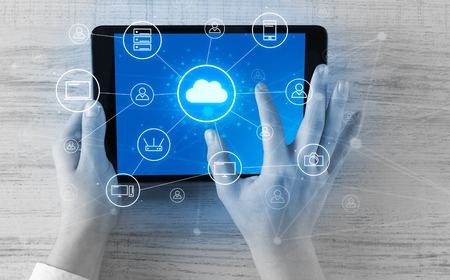 Hand using tablet with centralized cloud computing system concept Standard-Bild