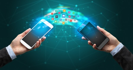 mobile phones syncing application Banque d'images - 117164361