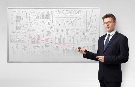 Professore con puntatore laser che insegna geometria