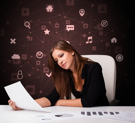 Sekretariatsarbeit mit Büro- und Multitask-Konzept Standard-Bild
