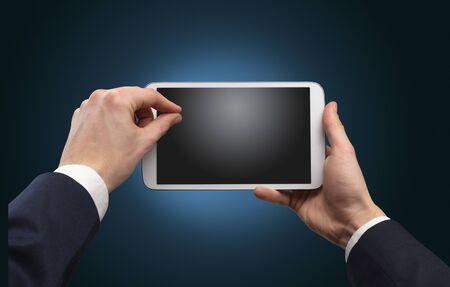 Hand met tablet zonder concept en lege ruimte Stockfoto