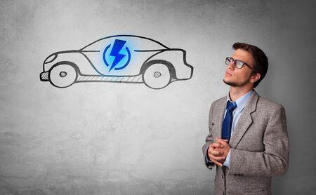 Formeel persoon die over elektrisch autoconcept denkt