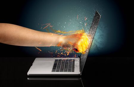 Arm hitting strongly laptop screen which breaks in little pieces