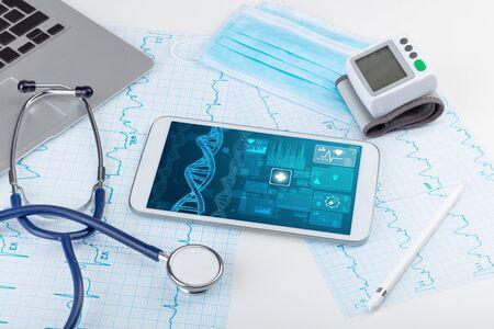 Concepto de biotecnología y pruebas genéticas con dispositivos de tecnología médica Foto de archivo