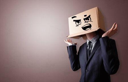Man with cardboard box head Foto de archivo - 129958174
