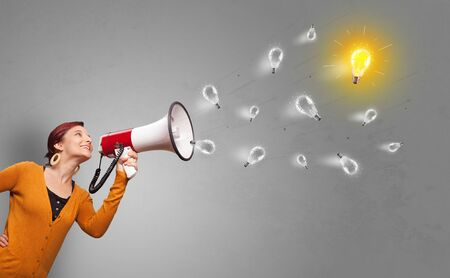 Person talking in megaphone with bulb, new idea concept Stockfoto