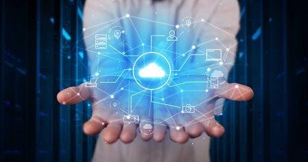 Man holding hologram projection displaying cloud technology symbols Banque d'images - 130070814