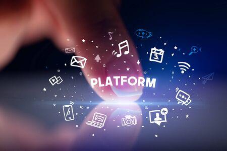 Vinger aanraken tablet met getekende social media iconen en PLATFORM inscriptie, social networking concept