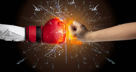 Two hands fighting and breaking a glass into small pieces Imagens