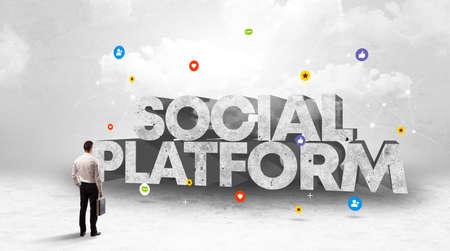Young businessman standing in front of SOCIAL PLATFORM inscription, social media concept Stockfoto