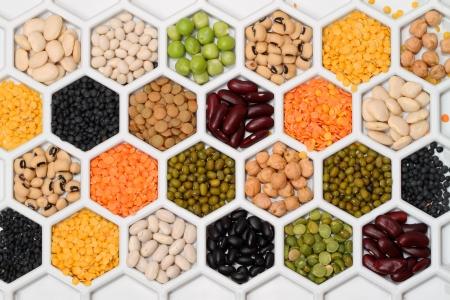 Varios productos de bean en celdas celulares en seco