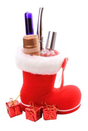 botas de navidad: Navidad roja arranca con cosm�ticos como un regalo. Aisladas sobre fondo blanco