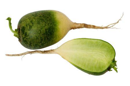 dikon: Green daikon aislado en un fondo blanco