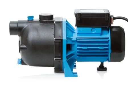 흰색 배경에 고립 된 집에 전기 고압 펌프에 대한 개별 펌프장