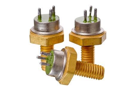 transistor: Tres transistor de potencia aislados en fondo blanco
