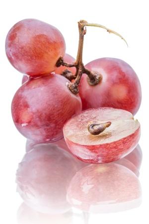 Les raisins rouges gros plan isolé sur fond blanc Banque d'images - 15920155