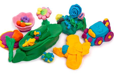 artisanat Enfants faites de pâte à modeler isolé sur fond blanc Banque d'images