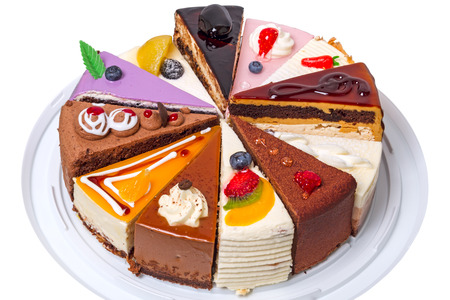 porcion de torta: Doce piezas diferentes de pastel. Aislado en el fondo blanco. Foto de archivo