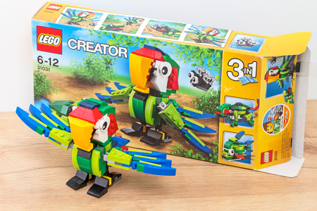 creador: Tambov, Russia - January 1, 2016:   A new toy in one of the three lego creator - a parrot. Lego is a line of construction toys manufactured by the Lego Group, a privately held company based in Billund, Denmark.  Items: 31031