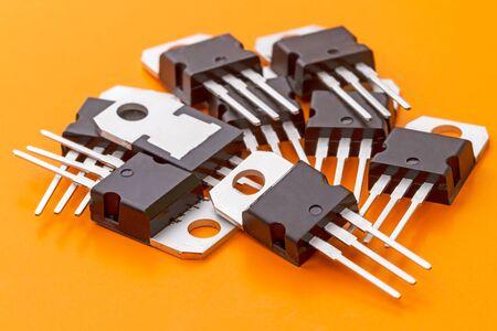 transistor: Pila de transistor de potencia en el sobre SOT199. espacio de la copia