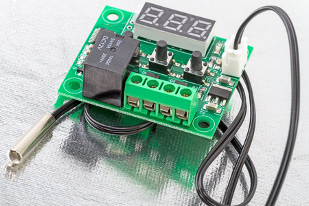 temperature controller: The electronic board controller with a temperature sensor