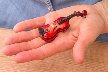 fiddles: Layouts Miniature violin on a female palm