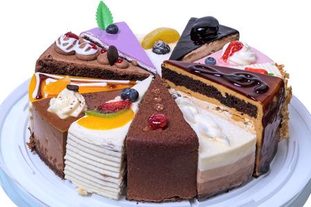 케이크 12 다른 조각입니다. 흰 배경에 고립