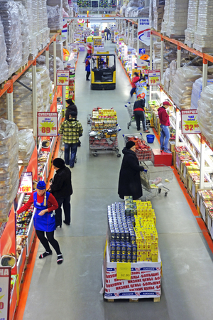 miserly: Tambov, Russian Federation - November  06, 2016: Weekday Retail sales in the large supermarket Line in the city of Tambov. High shelves with a large number of goods
