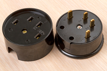 Power socket and plug for electric stove