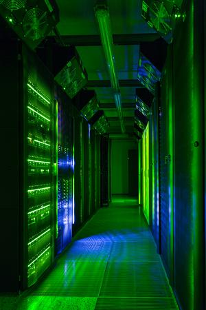 Data center, server room. Web internet and network telecommunication technology, big data storage, cloud computing computer service business concept. Banque d'images - 96291982