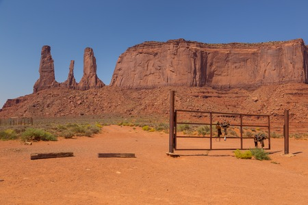Three Sisters rock formation, view from John Ford's Point. Navajo Park of Monument Valley. Banco de Imagens