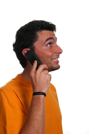 uomo al telefono sorridente - isolato su uno sfondo bianco