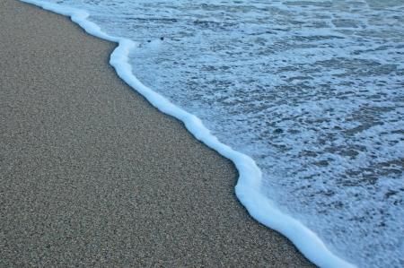 Empreintes aller sur une dune de sable