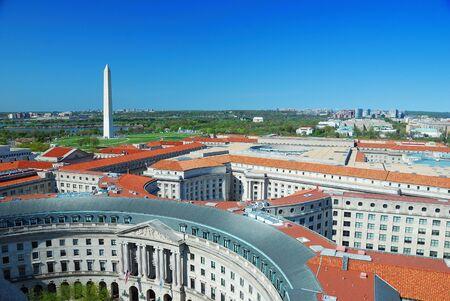 aerial: Veduta aerea di Washington DC con il monumento a Washington e architettura storica.  Archivio Fotografico