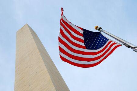 george washington: Bandera nacional y el monumento a George Washington, centro comercial nacional, Washington DC