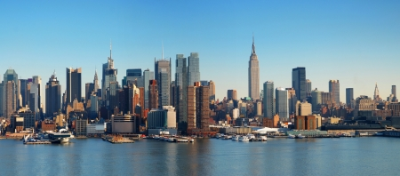 ニューヨーク市ハドソン川マンハッタンのスカイラインのパノラマ。 写真素材