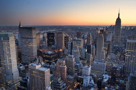 뉴욕시 맨해튼의 스카이 라인 파노라마 일몰 공중보기. 엠파이어 스테이트 빌딩