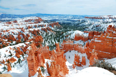 Bryce canyon panorama with snow in Winter with red rocks and blue sky. Stock Photo - 8462248