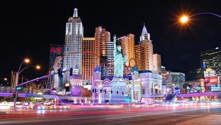 LAS VEGAS - 4 mars : New York-New York hotel casino créant la skyline impressionnante de la ville de New York avec des tours de gratte-ciel et de la réplique de la Statue de la liberté le 4 mars à Las Vegas, Nevada. Éditoriale