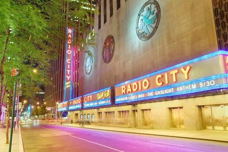 NEW YORK CITY - 1 AUG: Radio City Music Hall, gelegen in Rockefeller Center Manhattan, werd het interieur verklaard een stad mijl paal in 1978. Augustus 1, 2010 in Manhattan, New York City. Stockfoto - 8461851