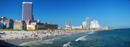 ATLANTIC CITY - AUG 16: People enjoying summer Atlantic Ocean fun in Atlantic city, featured with world class casinos and hotels, August 16, 2009 in Atlantic City, NJ.  新闻类图片
