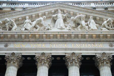 new york stock exchange: NEW YORK CITY - JAN 1: New York Stock Exchange nel distretto di finanza di Wall Street di Manhattan durante il recupero di economia degli Stati Uniti, 1 gennaio 2010 a Manhattan, New York City.  Editoriali
