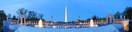 george washington: WASHINGTON DC - 4 de abril, panorama de monumento de Washington y WWII memorial, que se dedica a los estadounidenses que sirvieron en las fuerzas armadas y civiles durante la Segunda Guerra Mundial en Washington DC, el 4 de abril de 2010.