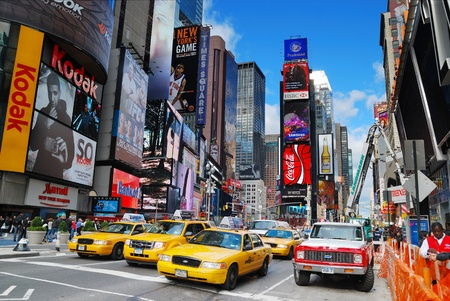 broadway: NEW YORK CITY - SEP 5: Times Square, gekennzeichnet mit den Theatern am Broadway und LED-Zeichen, ist ein Symbol f�r New York City und den Vereinigten Staaten, 5 September 2010 in Manhattan, New York City.
