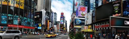 ニューヨークシティ - 9 月 5: タイムズ スクエア、ブロードウェイの劇場街と LED 看板の膨大な数で特集 2009 年 9 月 5 日マンハッタン、ニューヨーク 報道画像