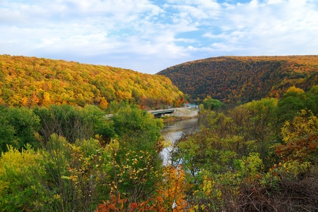pennsylvania: Delaware Water Gap panorama in Autumn with colorful foliage with forest and mountain over river.
