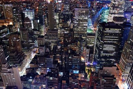 都市の建築。ニューヨーク市マンハッタン スカイライン空撮エンパイア ステート ビルディング、タイムズ スクエアと日没時。
