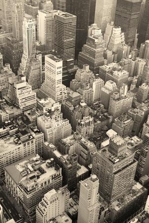 New York City Manhattan skyline vue aérienne noir et blanc avec les gratte-ciels et de la rue.